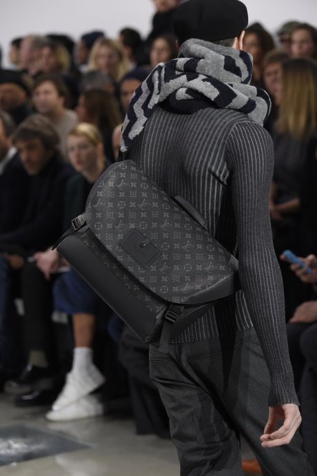 Louis Vuitton mang BST ready-to-wear Thu Dong 2016 danh cho nam den Ha Noi - Anh 11