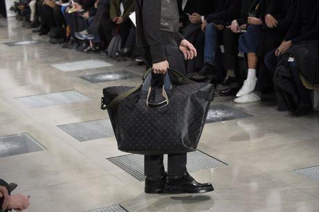 Louis Vuitton mang BST ready-to-wear Thu Dong 2016 danh cho nam den Ha Noi - Anh 8