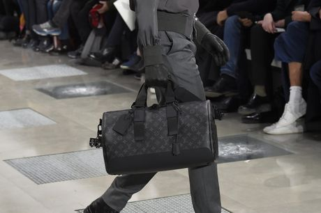 Louis Vuitton mang BST ready-to-wear Thu Dong 2016 danh cho nam den Ha Noi - Anh 9