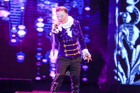 Khan gia Ha Noi man nhan voi 'Diamond Show' cua Dam Vinh Hung - Anh 10