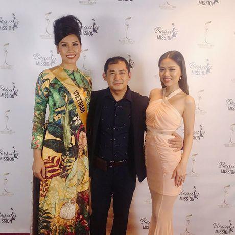 Nguyen Thi Loan duyen dang trong phan thi trang phuc dan toc - Anh 4