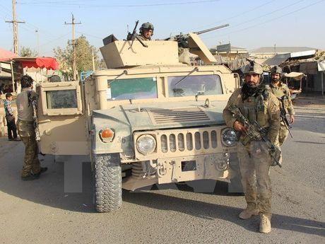 Pho Tong thong Afghanistan thoat chet trong tran phuc kich cua Taliban - Anh 1