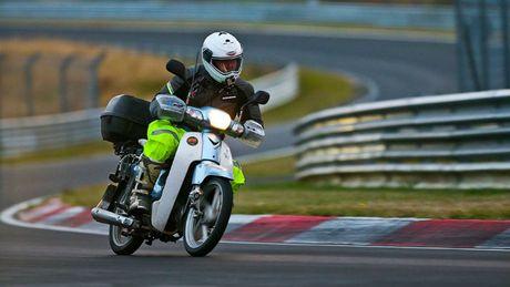 'Thanh phuot' chay Honda Super Cub vuot 18.000 km toi chau Au - Anh 3