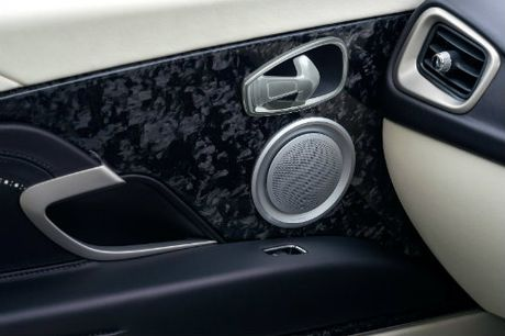 Aston Martin DB11 ve chau A gia chenh khung khiep - Anh 6