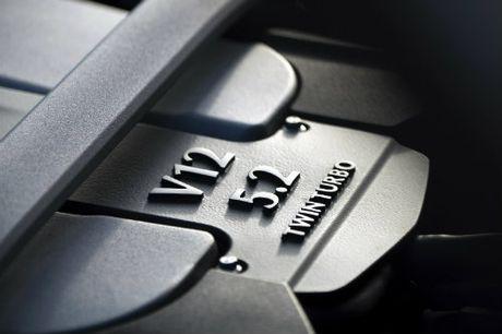 Aston Martin DB11 ve chau A gia chenh khung khiep - Anh 7