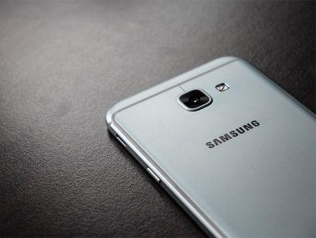 Tren tay Samsung Galaxy A8 (2016) gia 13 trieu dong - Anh 4