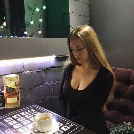 Co giao day Toan nong bong nhat the gioi 'dot mat' voi bikini - Anh 5