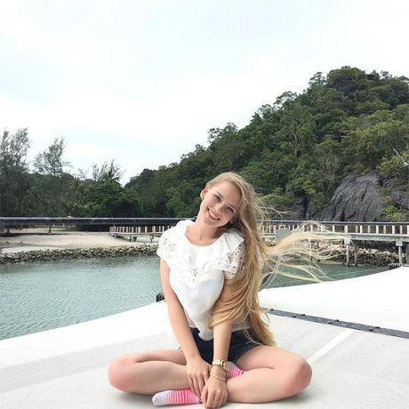 Co giao day Toan nong bong nhat the gioi 'dot mat' voi bikini - Anh 7
