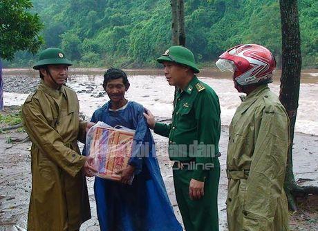Theo chan bo doi Viet Nam cuu dan vung lu lut - Anh 3