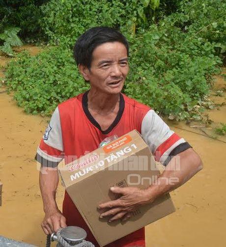 Theo chan bo doi Viet Nam cuu dan vung lu lut - Anh 7