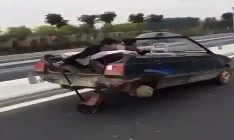 'Sieu xe' chay nhanh chi voi hai banh - Anh 1