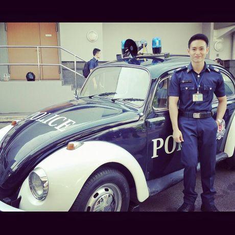 Hot boy canh sat san bay khien nhieu chi em mat ngu - Anh 6