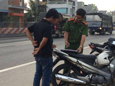 Quang Ninh: Xe khach giuong nam hu hong sau va cham xe tai - Anh 8