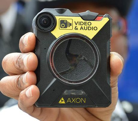 London trang bi camera cho hon 22.000 canh sat - Anh 2