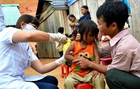 TPHCM: Cong dong quay lung voi vac xin bach hau - Anh 1
