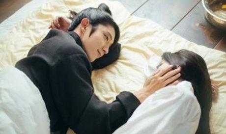 Nguoi tinh anh trang tap 16: He lo canh sieu than mat cua Lee Jun Ki va IU - Anh 6