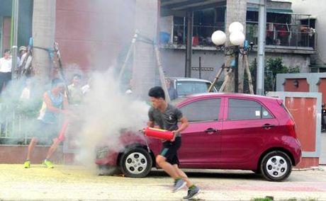 Quang Binh: O to con boc chay, nghi vi dam nuoc lu - Anh 1