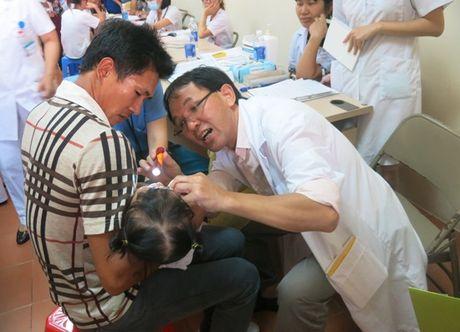 80.000 USD ho tro cham soc suc khoe benh nhan nhi - Anh 3