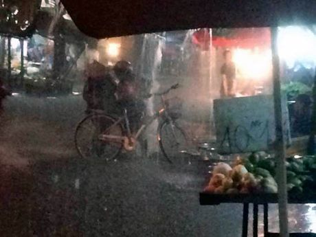 TP Ho Chi Minh lai ngap nang do trieu cuong va mua lon - Anh 12