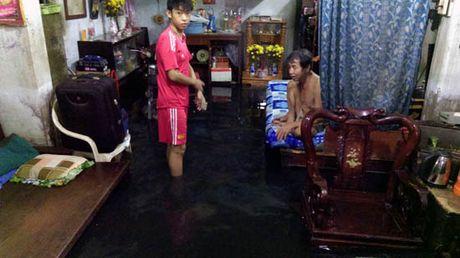TP Ho Chi Minh lai ngap nang do trieu cuong va mua lon - Anh 6
