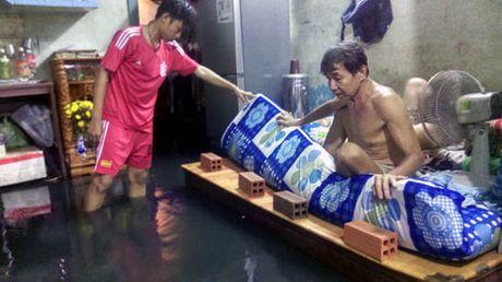 TP Ho Chi Minh lai ngap nang do trieu cuong va mua lon - Anh 9