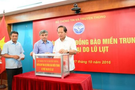 Bo TT&TT quyen gop ung ho dong bao mien Trung - Anh 1