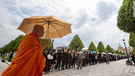 Nguoi dan Thai Lan de tang nha vua nhu the nao? - Anh 2