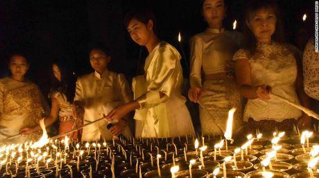 Nguoi dan Thai Lan de tang nha vua nhu the nao? - Anh 3