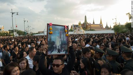 Nguoi dan Thai Lan de tang nha vua nhu the nao? - Anh 4
