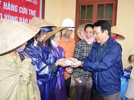 Da Nang: Nhieu doanh nghiep, ca nhan chung tay huong ve dong bao vung lu Bac Trung bo - Anh 1