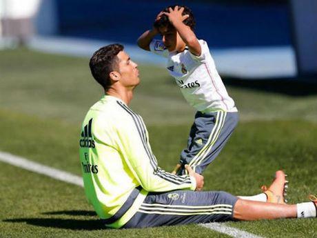 Ronaldo con tu choi Real, ghi ban ra mat doi hang 4 - Anh 1