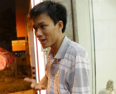 Nhan chung ke lai giay phut be trai 8 tuoi bi nuoc cuon troi xuong cong - Anh 1