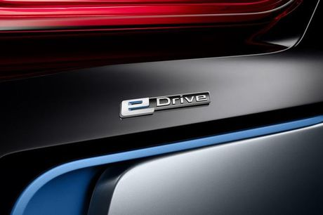 BMW i8 Roadster mui tran se chinh thuc ra mat nam 2018 - Anh 11