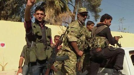 IS bi danh bat khoi thi tran chien luoc Dabiq o Syria - Anh 1