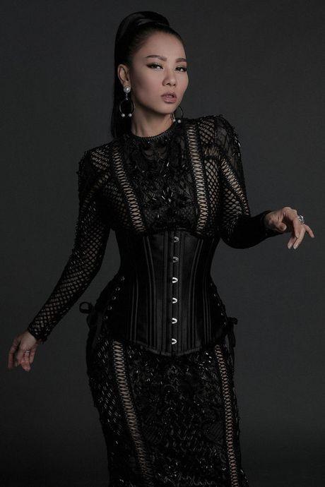 Angela Phuong Trinh dien mot khong noi y ben Hoa hau My Linh - Anh 5