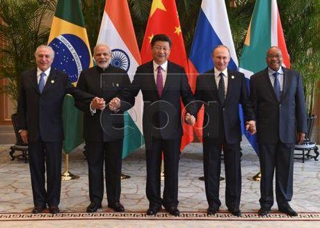 Lanh dao BRICS phoi hop hoat dong, chong rua tien va khung bo - Anh 1