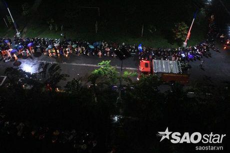 Ki tuc xa Dai hoc Quoc gia TP HCM ngap hang met, toan bo xe may phai di doi trong dem - Anh 18