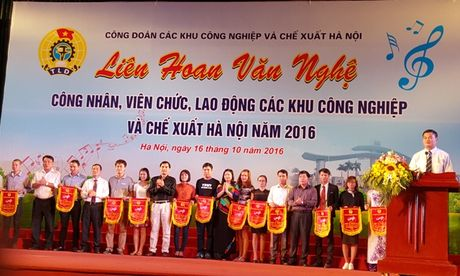 Gan 500 CNVCLD tham gia bieu dien tai Lien hoan van nghe CNVCLD cac KCN - CX Ha Noi nam 2016 - Anh 1