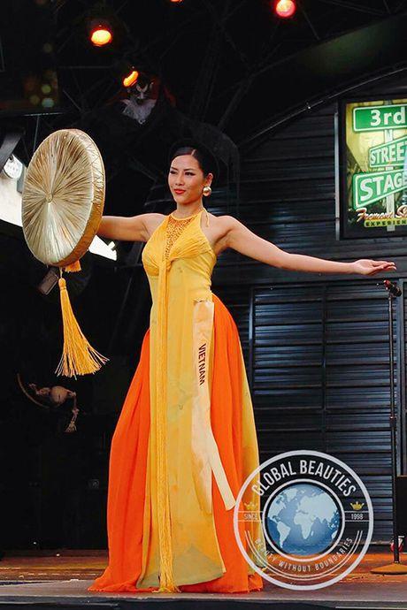 Nguyen Thi Loan trinh dien ao tu than duyen dang tai Hoa hau Hoa binh 2016 - Anh 1