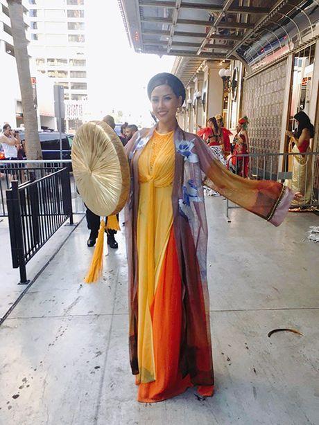 Nguyen Thi Loan trinh dien ao tu than duyen dang tai Hoa hau Hoa binh 2016 - Anh 4