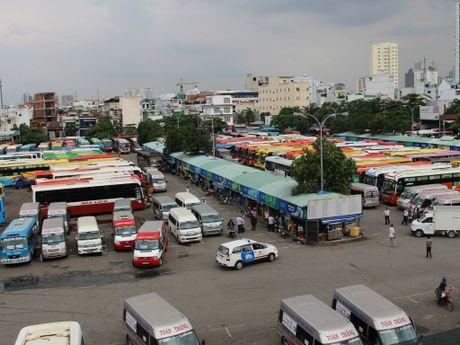 Lu mien Trung rut dan, xe khach, tau lua da co the luu thong - Anh 2