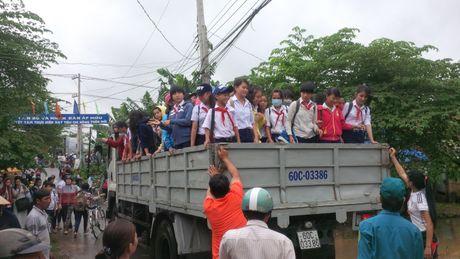 Lu dang co lap truong, hon 2.000 hoc sinh o Dong Nai nghi hoc - Anh 3