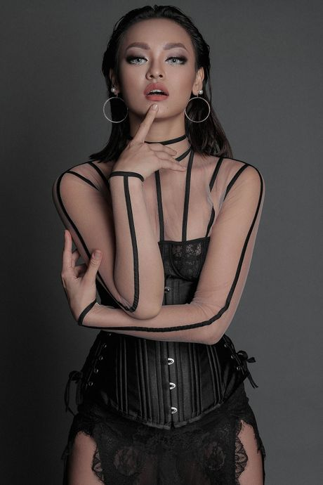 8 sao nu chup anh quang ba show Chung Thanh Phong - Anh 3