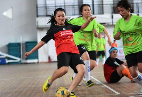 Cau thu nu khoe sac tai giai futsal bao chi TP.HCM 2016 - Anh 1