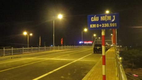 Nguoi Hai Phong trang dem cho thong xe cau Niem - Anh 8