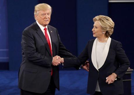 Ba Clinton dan truoc doi thu Trump 11 diem - Anh 1