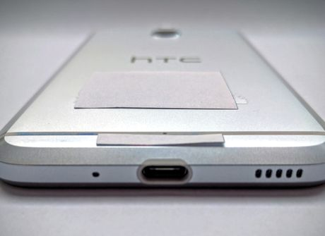 "HTC ra smartphone tam trung dau tien ""giong"" iPhone 7 - Anh 3"