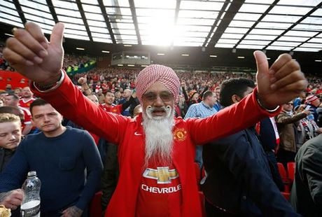 Manchester United dung dau the gioi bong da ve ban ao dau - Anh 2