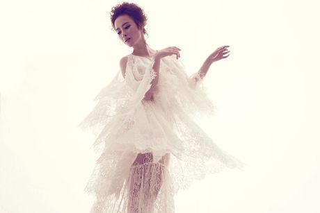 Angela Phuong Trinh quyen ru voi vay ren mong manh cua Do Manh Cuong - Anh 6