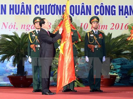 Luc luong vu trang Thu do don Huan chuong Quan cong hang Nhat - Anh 1